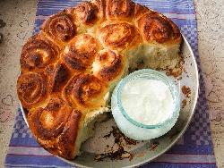 Лесна погача на розички (питка) без яйца с кисело мляко, кашкавал и сирене (с жива мая) - снимка на рецептата